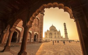 Shah Jahan did not cut off the hands of the Taj makers